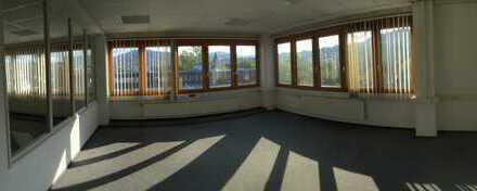 Großzügige Büroräume im Gewerbegebiet (Teilflächen ab 65 qm) - qm-Miete ab € 4,70. Provisionsfrei