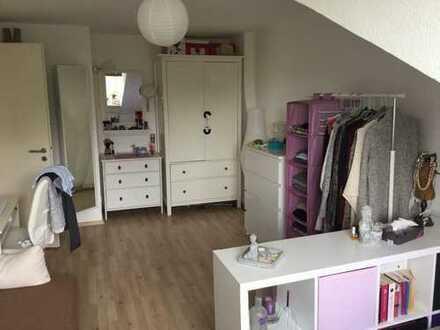 Schönes und helles WG-Zimmer