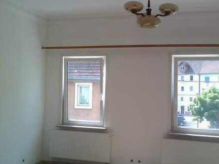 Vollständig renovierte 6-Zimmer-Wohnung mit Balkon und Einbauküche in Oberndorf