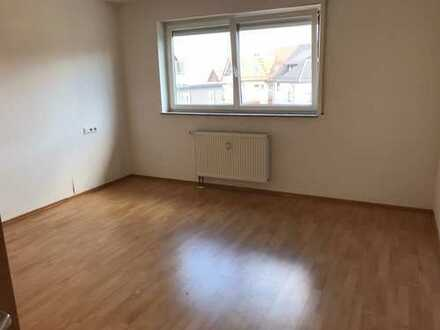 Schöne, helle 2-Zimmer-Wohnung mit Balkon u. EBK