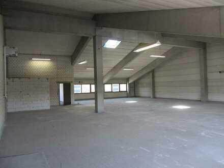 Große und teilbare Lager-/Gewerbefläche in guter Lage im Gewerbegebiet