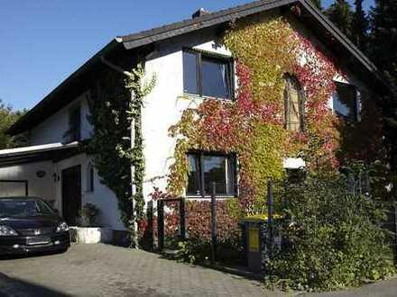 Freistehendes Einfamilienhaus mit großem Garten und genug Platz für die ganze Familie