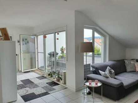 Gepflegte, helle 2-Zimmer-Wohnung mit Balkon und Einbauküche in Schriesheim