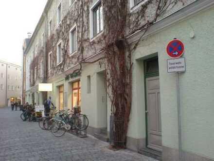 1½-Zimmer-Stadt-Appartement ohne Balkon ruh. Zentrumslage an 1 Person, Student-in bevorzugt zum 1.2.
