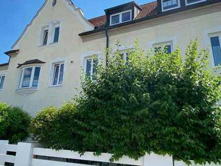 Frisch renovierte, großzügige Wohnung mit üppiger Terrasse und EBK
