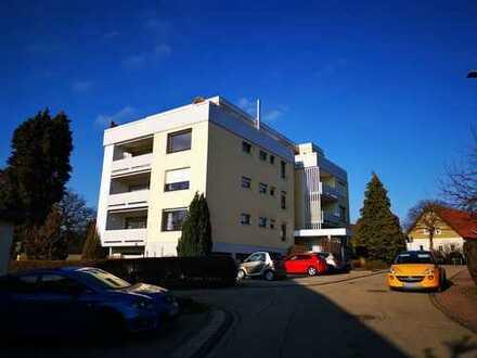 Gut geschnittene 4 Zimmerwohnung mit Balkon und Einzelgarage in Straubenhardt