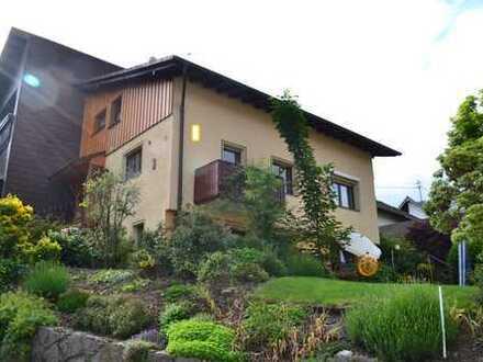 Sehr schönes Haus mit Einliegerwohnung und vielem mehr...