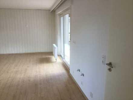 Erstbezug nach Sanierung: ansprechende 1-Zimmer-Wohnung zur Miete in Bad-König
