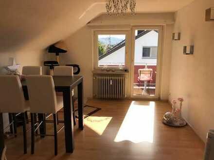 Gepflegte 3-Zimmer-Dachgeschosswohnung mit Balkon in Steinen