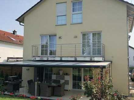 gepflegte Doppelhaushälfte mit großzügigem Garten in Frankfurt am Main