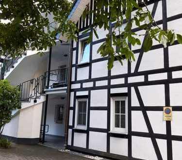 Renovierte 4-Zimmer-Maisonette-Wohnung mit Balkon in Bergisch Gladbach