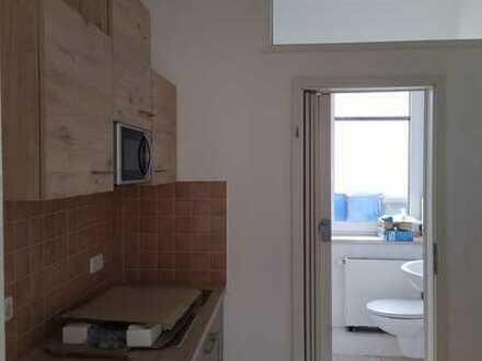 Preiswerte, neuwertige 2-Zimmer-Wohnung mit Einbauküche in Lommatzsch