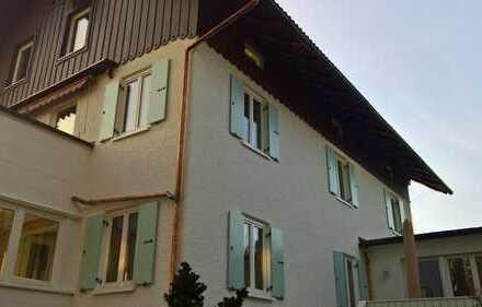 Erstbezug nach Sanierung mit EBK und Balkon: freundliche 3-Zimmer-Wohnung in Marktoberdorf