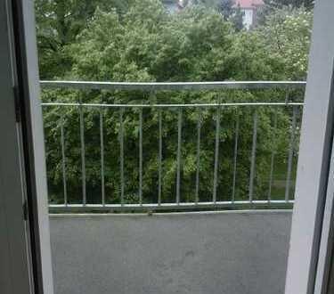 **Laubegast**Gemütliches 2 Zi.-Apartment mit Einbauküche und Balkon ins Grüne