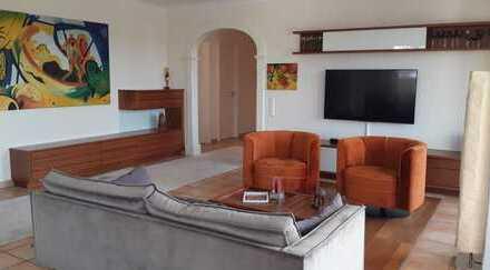 Penthouse mit Blick auf's Schloss in bester Mainlage ** gehobene 3-Zimmer-Wohnung