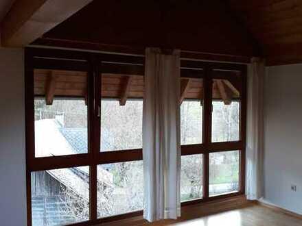 Sanierte 4-Raum-Maisonette-Wohnung mit Balkon und Einbauküche in Blumberg