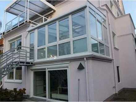 Sanierte 5-Zimmer-Maisonette-Wohnung mit Balkon und Einbauküche in Riehl, Köln