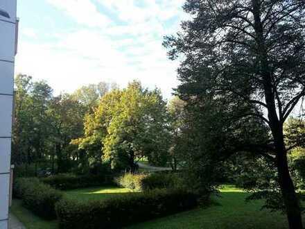 Sonnig und gut aufgeteilt! 3-Zi-Wohnung in ruhiger Lage Bogenhausen-Johanneskirchen mit Parkblick !