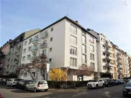 Exklusive, sanierte 2-Zimmer-Wohnung mit Einbauküche in Frankfurt am Main