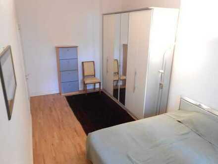 Zimmer mit Wintergarten in geräumiger Altbauwohung zur Zwischenmiete