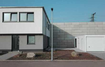 KL-West - Neubau: Hochwertig ausgestattetes H²-Haus mit Einbauküche und Garage/ PKW-Stellplatz