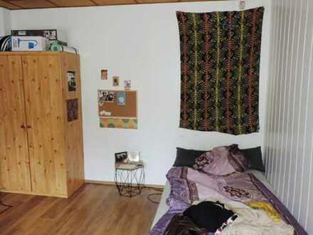 _1-Raum-Wohnung_Uni-Nähe_möbliert_Gartennutzung_Einbauküche