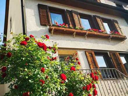 Stilvolle, gepflegte 2,5-Zimmer-Wohnung mit EBK in Ingersheim
