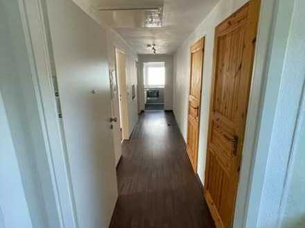 3-Zimmer-DG-Wohnung mit EBK in ruhiger Lage