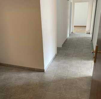3-Zimmer-Wohnung in HHL mit Balkon, Garten und EBK in einem 4 Familien Haus in Stuttgart- Gablenberg
