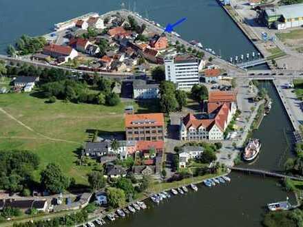 Grundstück mit direktem Wasserblick und Baugenehmigung für MFH mit 3 WE