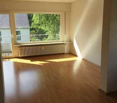 Vollständig renovierte 3,5-Zimmer-Wohnung mit Balkon und EBK in Heidelberg