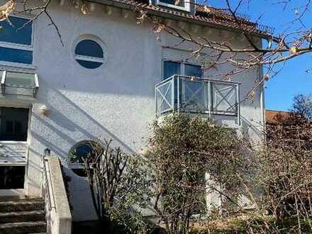 Exklusive, neuwertige 3-Zimmer-Hochparterre-Wohnung mit 2 Balkonen und EBK in Darmstadt