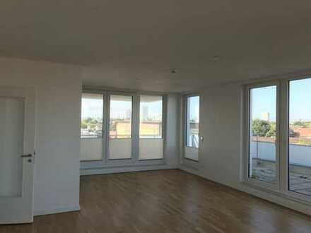 Hoch hinaus! Große 140qm Wohnung über den Dächern Hamburgs - Mit tollem Weitblick.