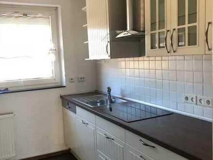 zentrale 4-Zimmer Wohnung mit Einbauküche und Balkon......