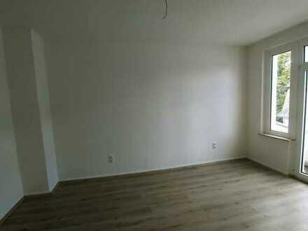 Neu Renovierte 2,5-Zimmer Wohnung mit Balkon!