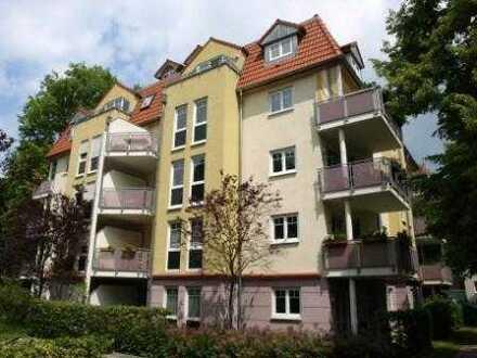Im Haus mit Lift! Kleine Wohnung mit Einbauküche und Südbalkon zu vermieten!