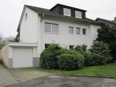 Bestwohnlage ! Große Maisonette-Mietwohnung im 1+2 OG. ca. 144 Wfl., große Terrasse u. Großgarage.