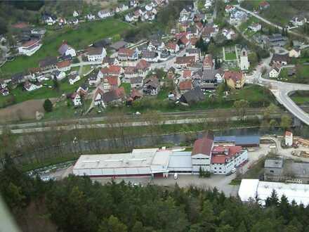 Produktions- und Lagerhallen sowie Büroräume in Autobahnnähe zu vermieten