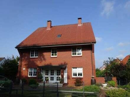 Ruhig gelegene 4-Zimmer Erdgeschosswohnung mit Wintergarten und Gartenzugang sucht solvente Mieter