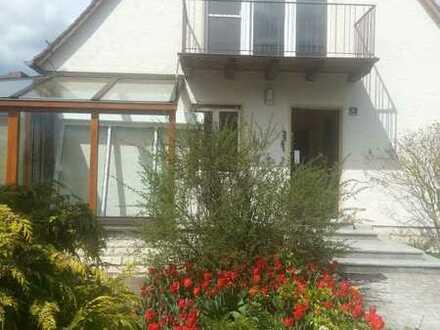 EFH mit EBK, 2 Garagen und Traumgarten in Herrieden