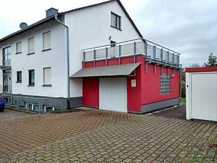 Gepflegte 3-Zimmer-Küche-Bad Wohnung mit ca. 30m² Dachterrasse/ Balkon