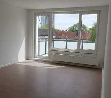 Renovierte 3 Zimmer Wohnung mit 2 Balkonen