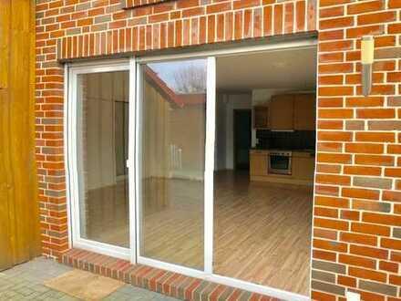 Terrassenwohnung in ruhiger Seitenstraße 2 Zimmer mit großzügigem Badezimmer