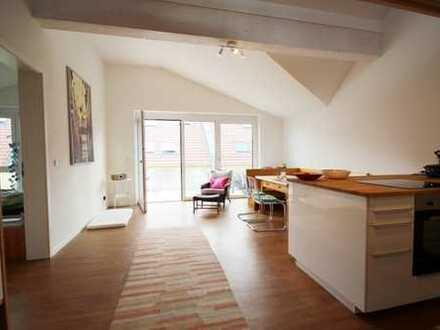 Obertraubling! Stilvolle 2,5-Zimmer-Galeriewohnung mit Südbalkon! Frei ab sofort!