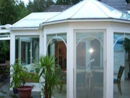 Provisionsfrei! Einfamilienhaus mit wunderschönem Wintergarten und Grillkota