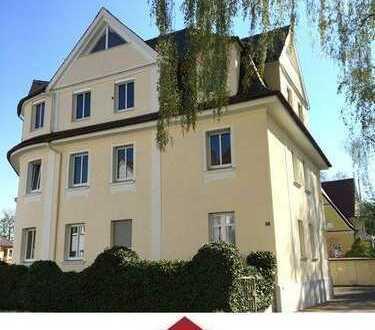 Attraktive, gepflegte 3 Zimmer Stadtwohnung mit tollem Altbaucharme und großem Balkon!