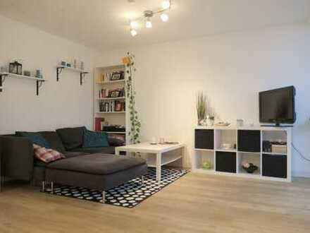 Lichtdurchflutet - geräumiges Apartment mit Balkon und Designboden in Holzoptik