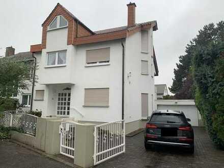 Schönes, geräumiges Haus mit 6 Zimmern in Rhein-Pfalz-Kreis, Mutterstadt