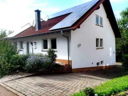 Schönes Einfamilienhaus mit Garten, Terrasse, Garage und guter Wohnlage in Schweisweiler!