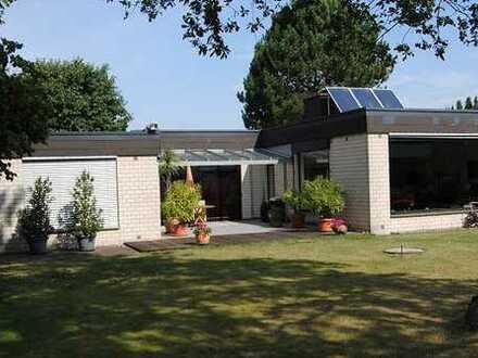 Wohn- und Geschäftsanwesen mit 7 Garagen in zentraler und zugleich reizvoller Lage !